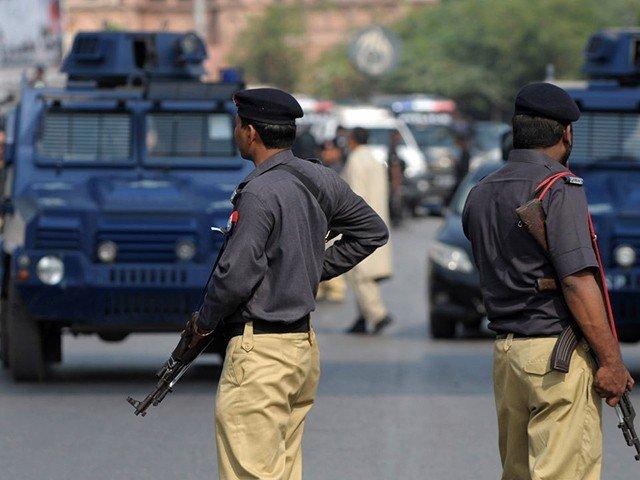 گلشن جمال کراچی میں پولیس کی کاروائی