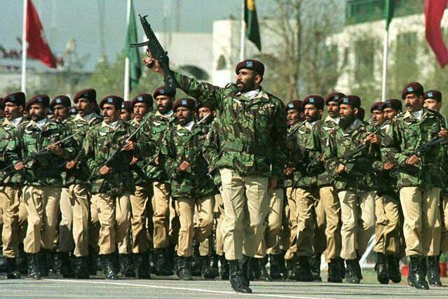 ملکی آزادی و خودمختاری اور سلامتی کے تحفظ کے لئے پوری قوم افواج پاکستان کے ساتھ شانہ بشانہ کھڑی