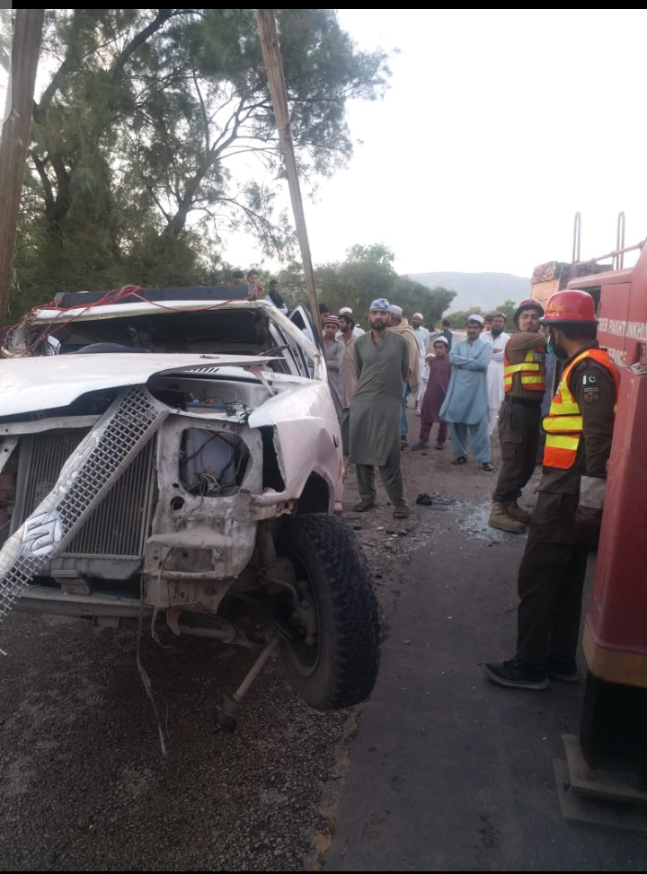 کوہاٹ مین ہائی وے پر موٹر کار اور ٹرک میں تصادم