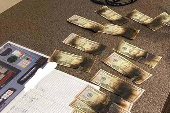 کورونا کے خاتمے کے لیے شہری نے نوٹوں کو جلا ڈالا