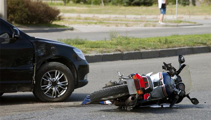 میلسی:اڈا 14 کے پاس موٹر سائیکل کو کار کی ٹکر