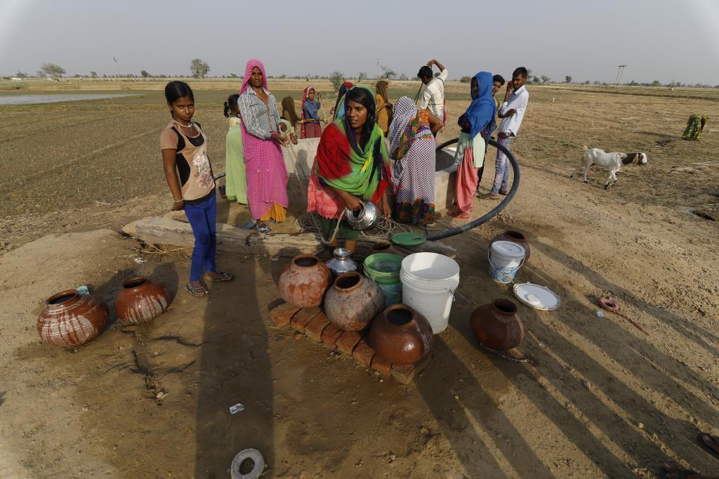 ڈیرہ بگٹی کی تحصیل سوئی کے لوگ گزشتہ چار روز سے  پانی کے لئے پریشان