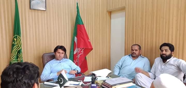 لیہ۔وزیر اعلیٰ پنجاب شکایت سیل شمس خان نیازی عوام کے مسائل سنتے ہوئے ۔