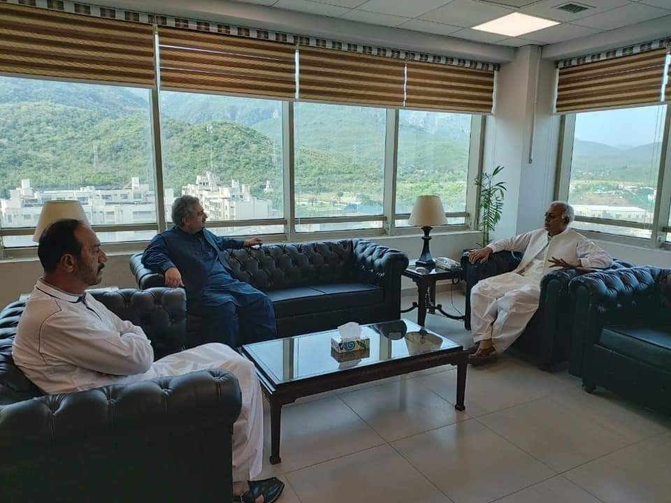 وفاقی وزیر ایوی ایشن خان غلام سرور خان سے  پریزیڈنٹ پی ٹی آئی ضلع راولپنڈی شہر یار ریاض کی   ملاقات