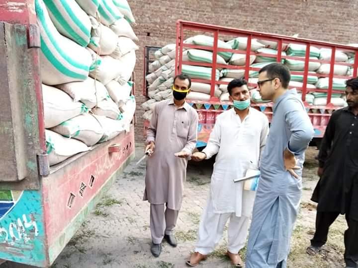 اسسٹنٹ کمشنر سمبڑیال محمد اظہار الحق باجوہ کا گندم خریداری گوداموں کا معائنہ