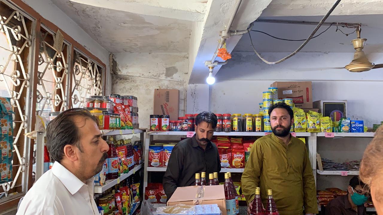 پی ٹی آئی رہنما (سید ذیشان حیدر) نے ہٹیاں بالا اور چناری میں قائم یوٹیلٹی سٹورز  کا دورہ کیا