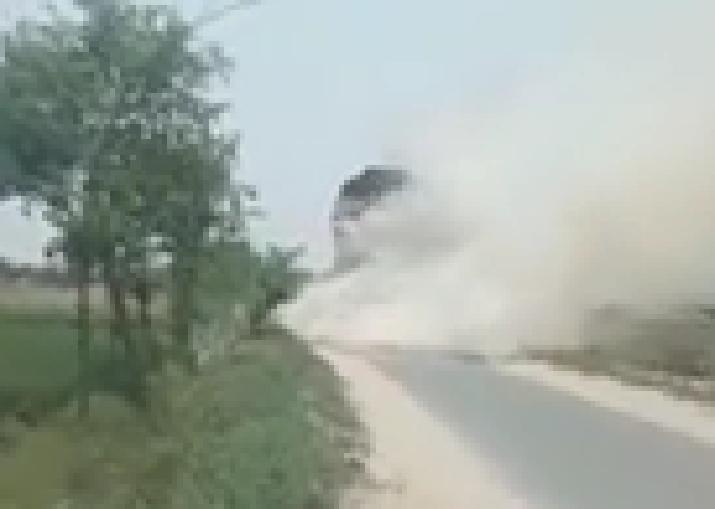 بھکر :  بھوسے سے بھرے ٹرک میں آگ لگ گئی