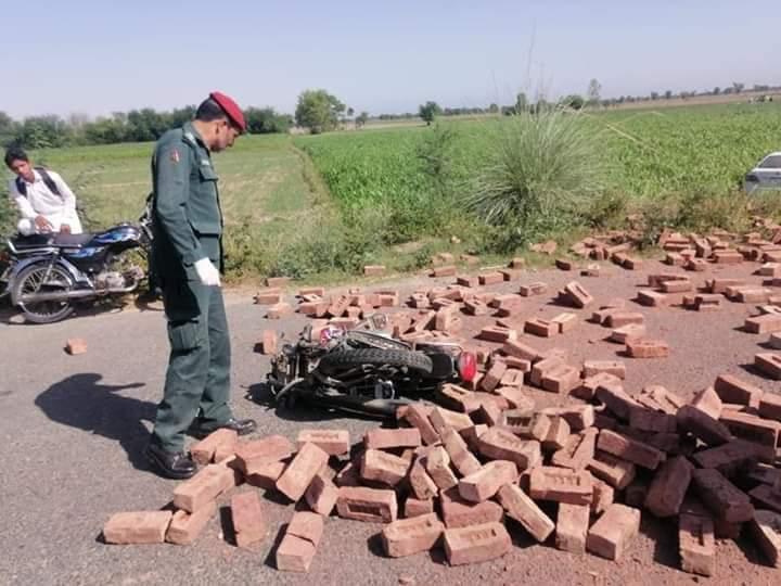 حافظ آباد : موٹرسائیکل رکشہ میں خوفناک  تصادم