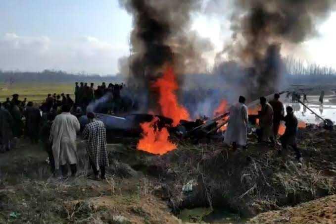 بھارتی فضائیہ کا ایم آئی 17 طیارہ بڈگام میں گر کر تباہ
