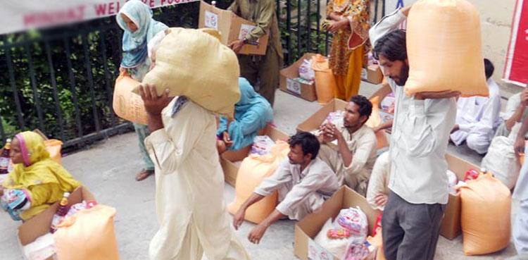 مردان: سابق سینئر وزیر عاطف خان کی جانب سے رمضان المبارک میں بھی مستحق خاندانوں میں امداد کی تقسیم
