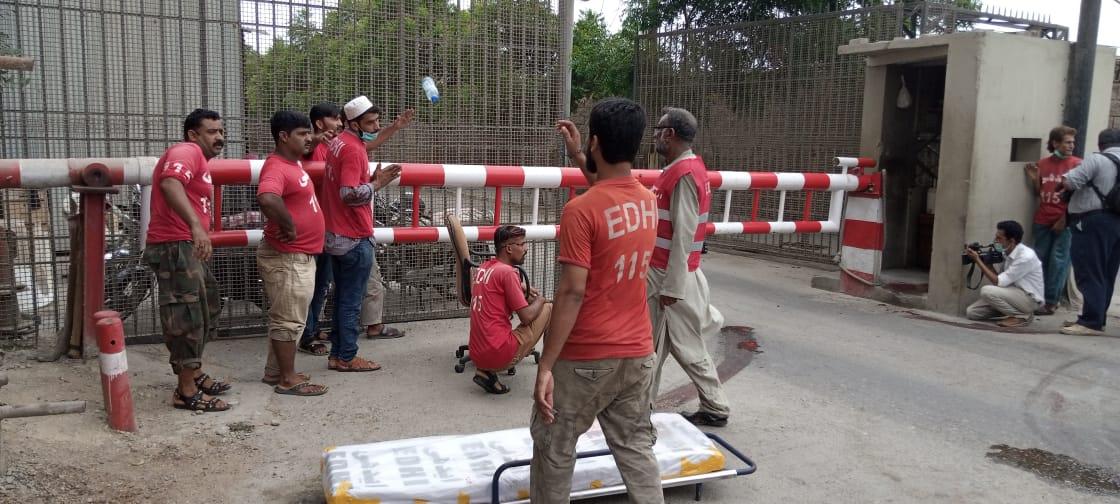 کراچی : پاکستان اسٹاک ایکسچینج پر حملہ