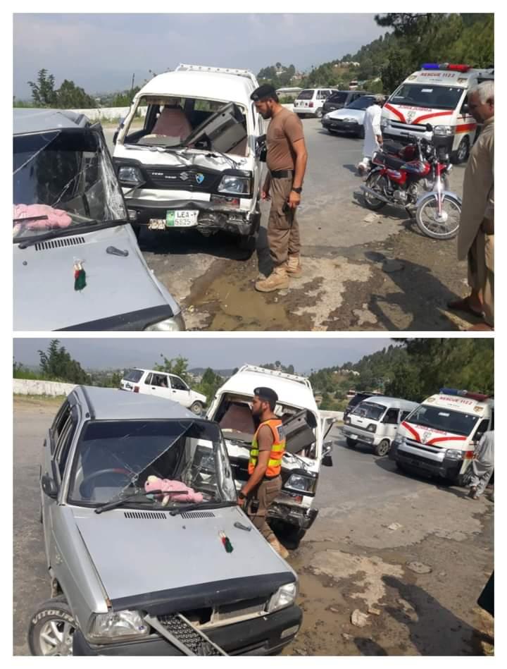 مانسہرہ بالاکوٹ روڈ دھمن میں سوزوکی اور مہران میں تصادم