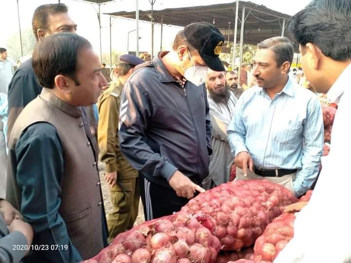 فتح جنگ ڈپٹی کمشنر اٹک علی عنان قمر کا اٹک سبزی و فروٹ منڈی کا دورہ