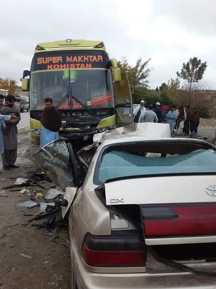 بوستان ناصران کے قریب مسافر کوچ اور کار گاڑی میں خوفناک تصادم