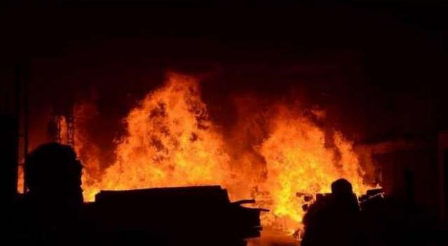 کراچی میں پلاسٹک کے گودام میں آگ لگ گی