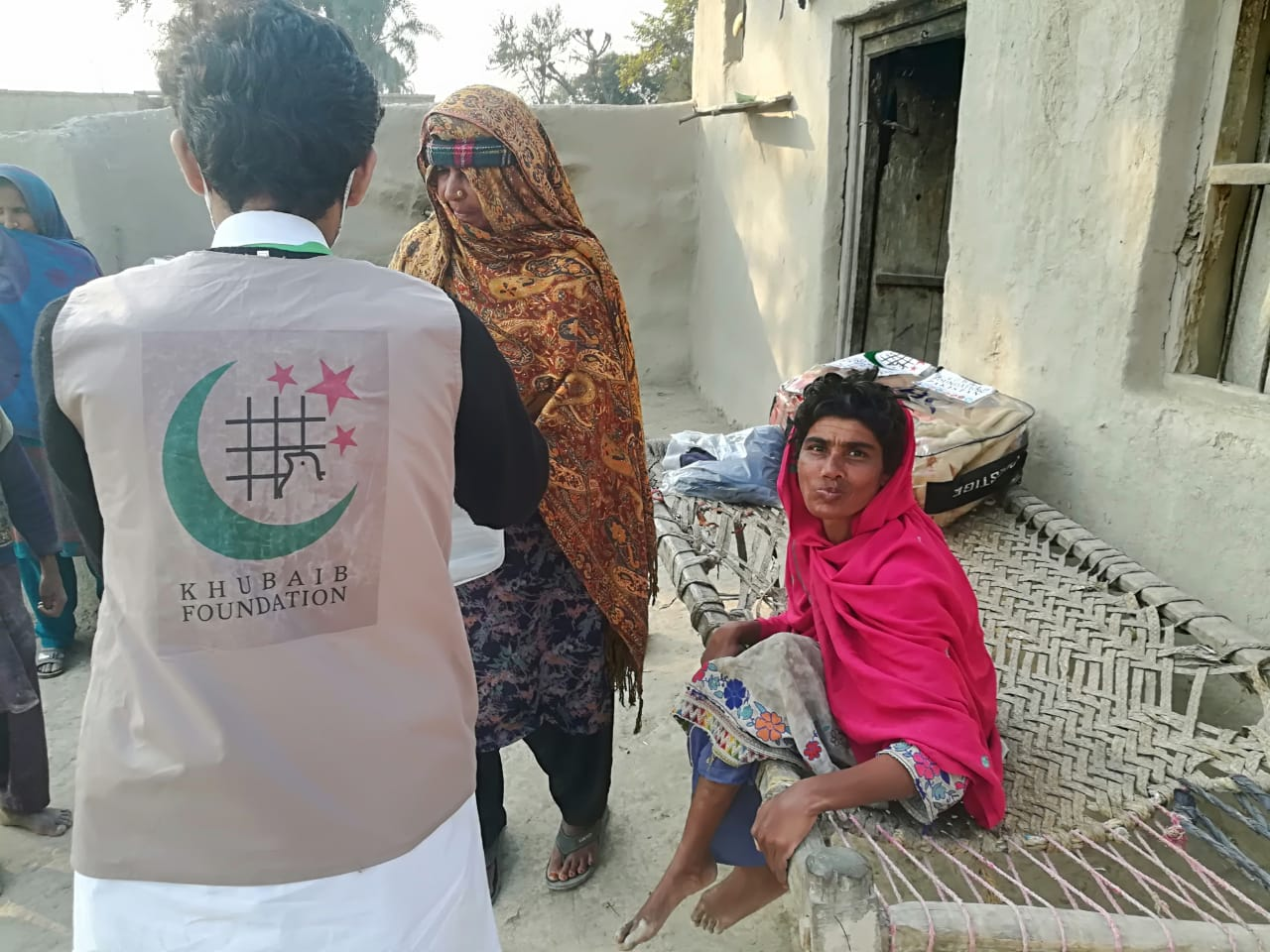 فاؤنڈیشن کراچی کی جانب سے معذور افراد میں گرم کپڑے , کمبل و دیگر سامان تقسیم