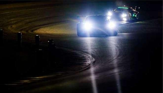 ملتان میں رات گئے کار ریسنگ کا مقابلہ