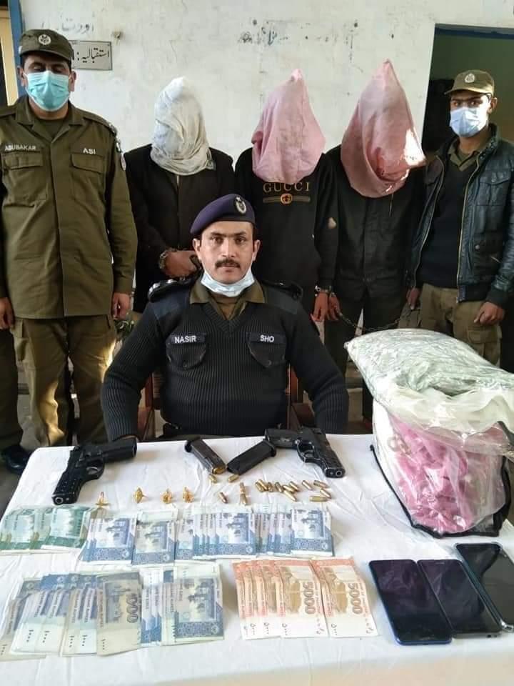 پسرورکے علاقہ میں دہشت کی علامت ڈکیت گینگ کے تین ارکان کو تھانہ بڈیانہ پولیس نے گرفتار کرلیا