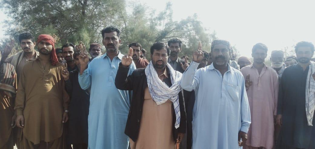 جیکب آباد: تھانہ تاجودیرو کے گاؤں گلیشیر ملغانی کے علاقہ مکینوں کا ملزمان کی گرفتاری کیلئے احتجاج
