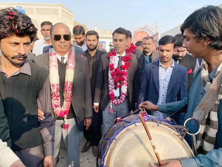 بورے والا کے نواحی گاؤں میں چوہدری عدنان گجر کے ڈیرے پر  شاندار پارٹی منعقد
