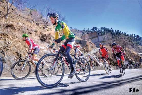 مالم جبہ میں سنو سائیکلنگ مقابلے، ماہر کھلاڑیوں نے برف پوش پہاڑوں پر خوب جوہر دکھائے
