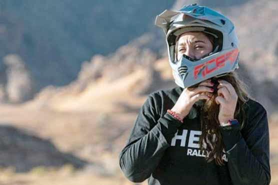 صحرائی موٹر سائیکل ریلی، عالمی مقابلے میں حصہ لینے والی پہلی سعودی خاتون
