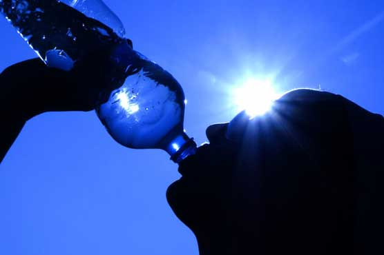 ملک بھر میں گرمی کی شدت برقرار، چند مقامات پر بارش کا امکان: محکمہ موسمیات کی پیشگوئی