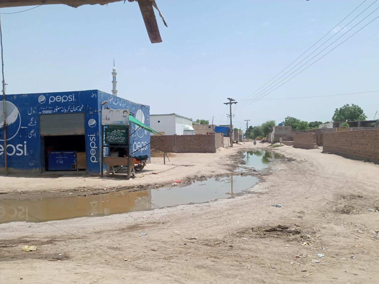 صادق آ باد کے نواحی علاقہ کچہ بھٹہ میں روڈ ٹوٹ پھوٹ کا شکار