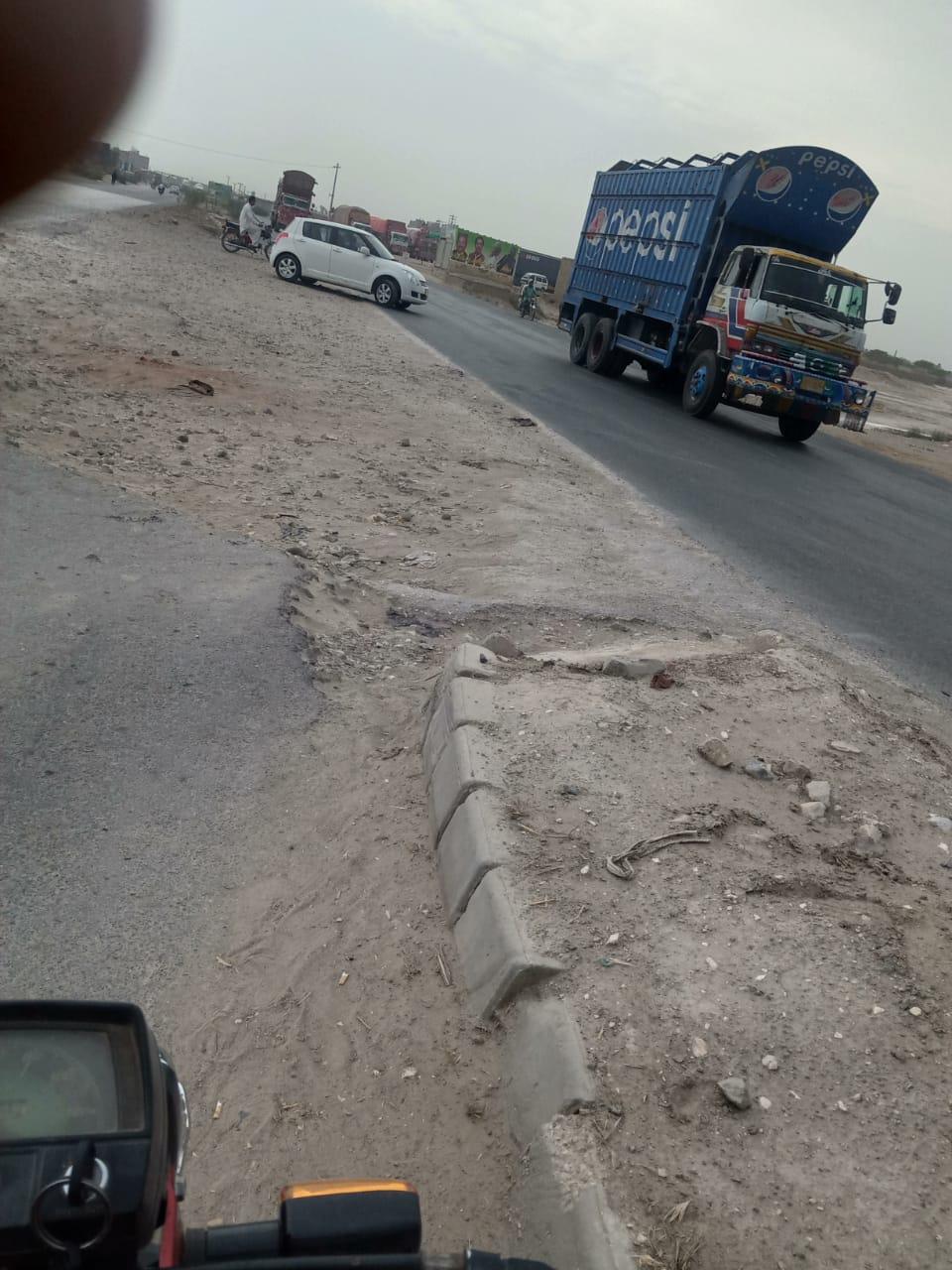 تاج چوک موٹر وے قومی شاھراہ پر یو ٹرن کی خستہ حالت آئے روز عوام حادثے کا شکار