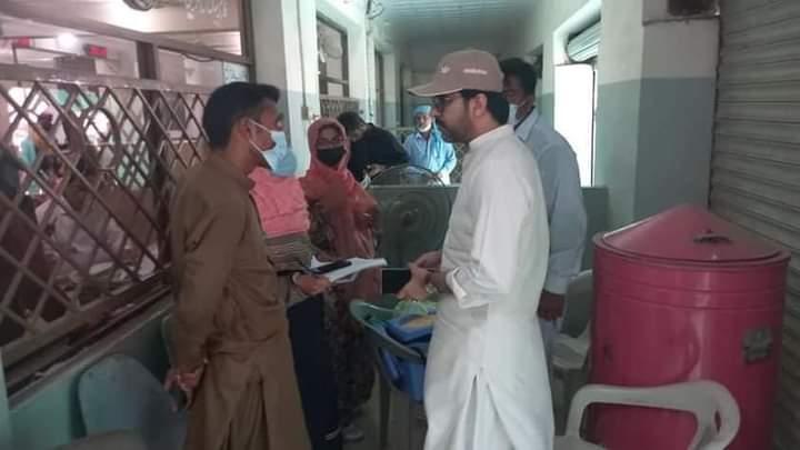 اسسٹنٹ کمشنر صادق آباد کلیم یوسف کا نادرا دفتر میں کرونا ویکسین کاؤنٹر کا دورہ