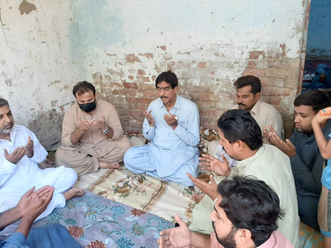 جی ڈی ای رھنما عادل الطاف خان انڑ کا ڈوکری شھر میں مختلف برادریوں سے ان کے قریبوں کے بچھڑنے پر اظہار تعزیت